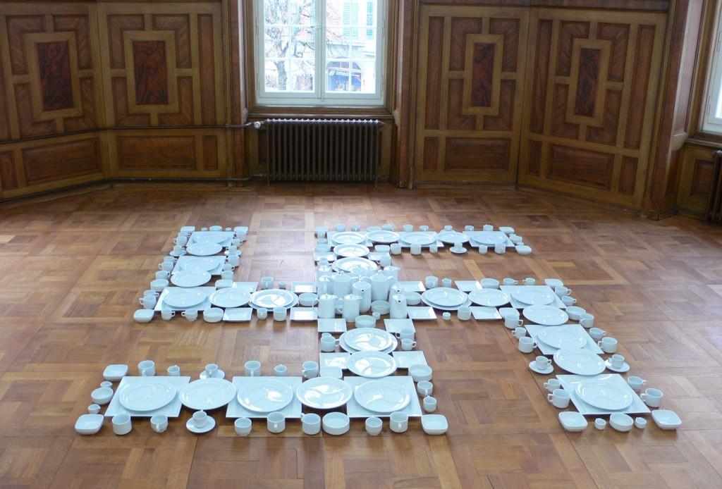 Hakenkreuz aus Langenthaler Porzellan